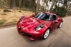 Auto deportivo color rojo