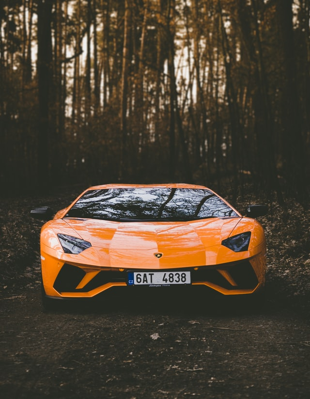 Auto nuevo color naranja