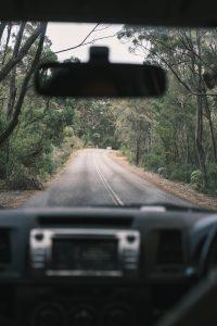 automóvil en la carretera