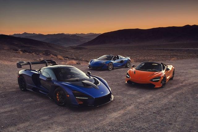 coches estacionados en montañas
